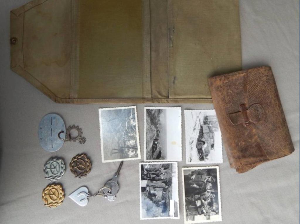 Lot d'objets avec médailles Ww211
