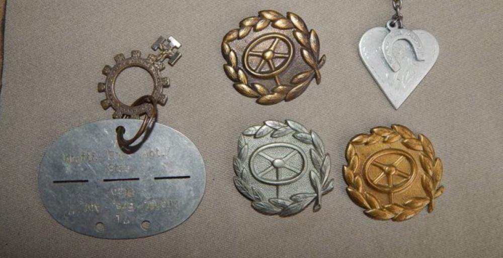 Lot d'objets avec médailles Ww2212