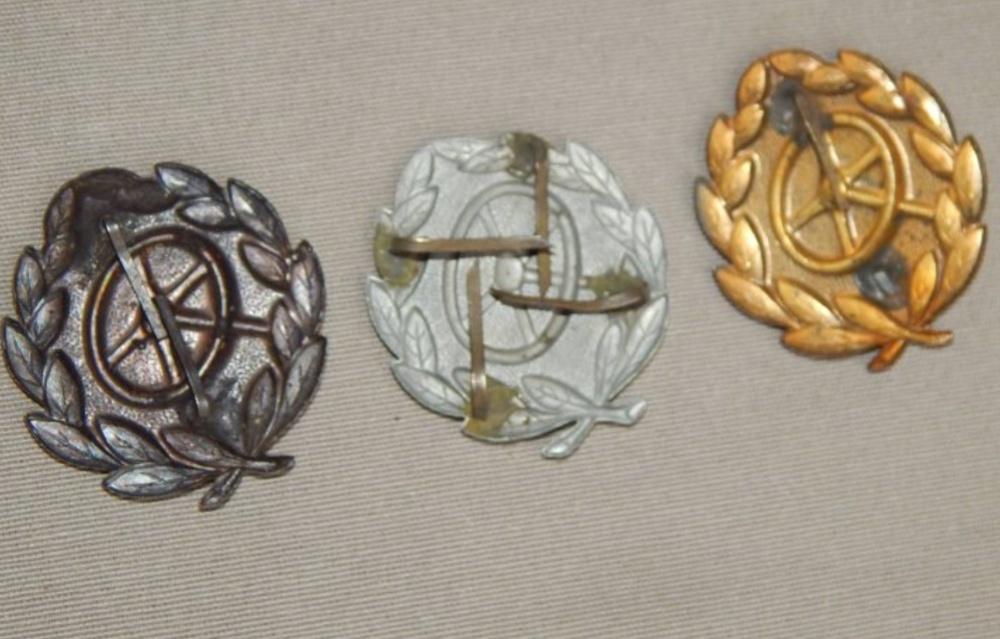 Lot d'objets avec médailles Ww2311