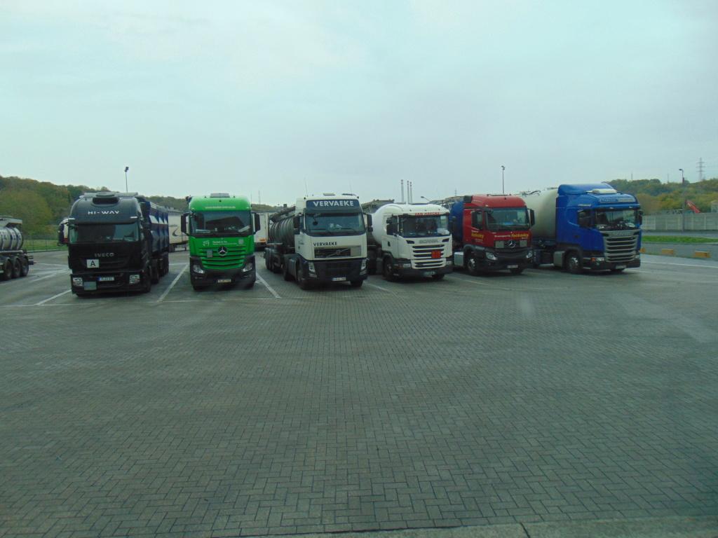 Photos avec plusieurs camions - Page 36 Dsc00026