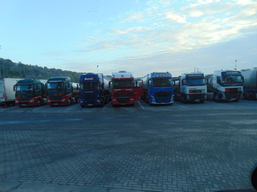 Photos avec plusieurs camions - Page 36 Dsc00029