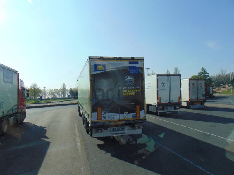 La publicité sur les camions - Page 37 Dsc00355