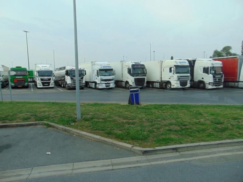 Photos avec plusieurs camions - Page 39 Dsc00494