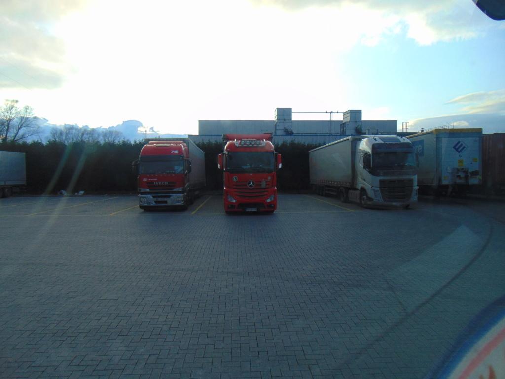 Photos avec plusieurs camions - Page 40 Dsc00582