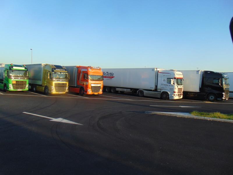 Photos avec plusieurs camions - Page 38 Dsc00629