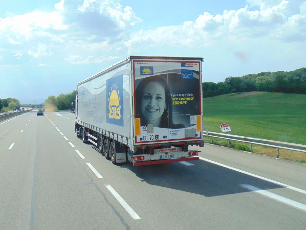 La publicité sur les camions - Page 35 Dsc01141