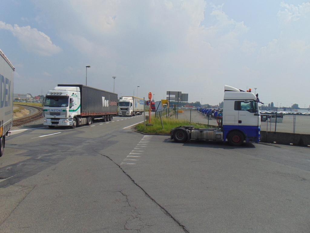 Photos avec plusieurs camions - Page 36 Dsc01313