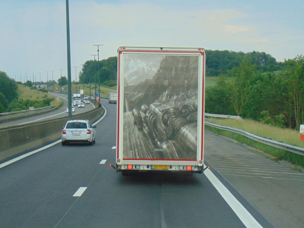 La publicité sur les camions - Page 35 Dsc01415