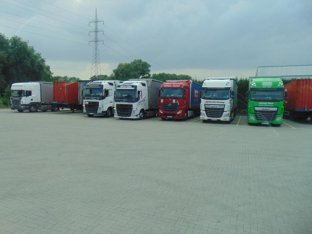 Photos avec plusieurs camions - Page 36 Dsc01427