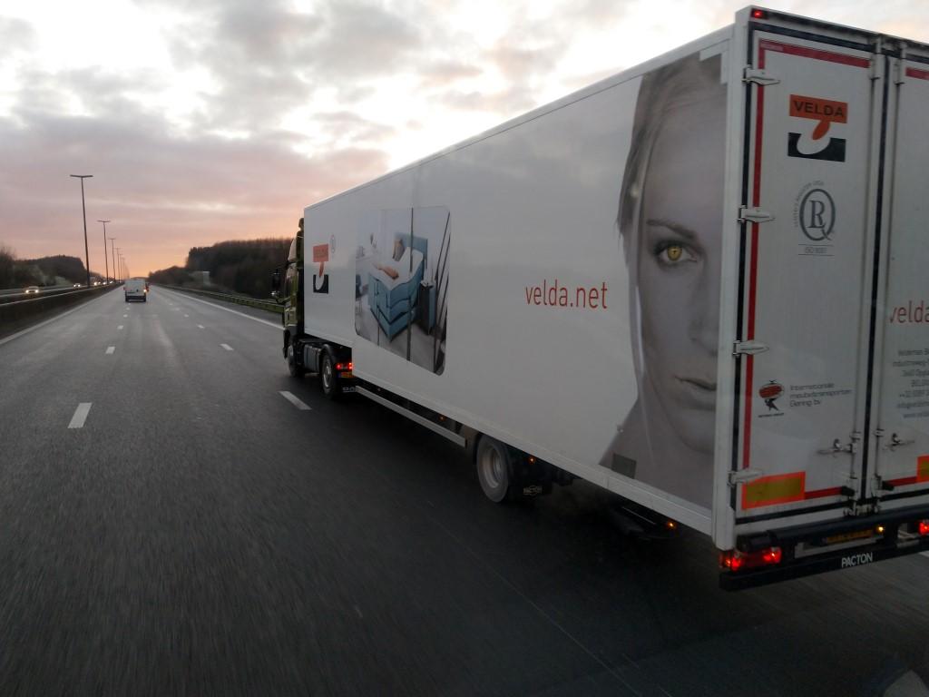 La publicité sur les camions  - Page 40 Img_2120