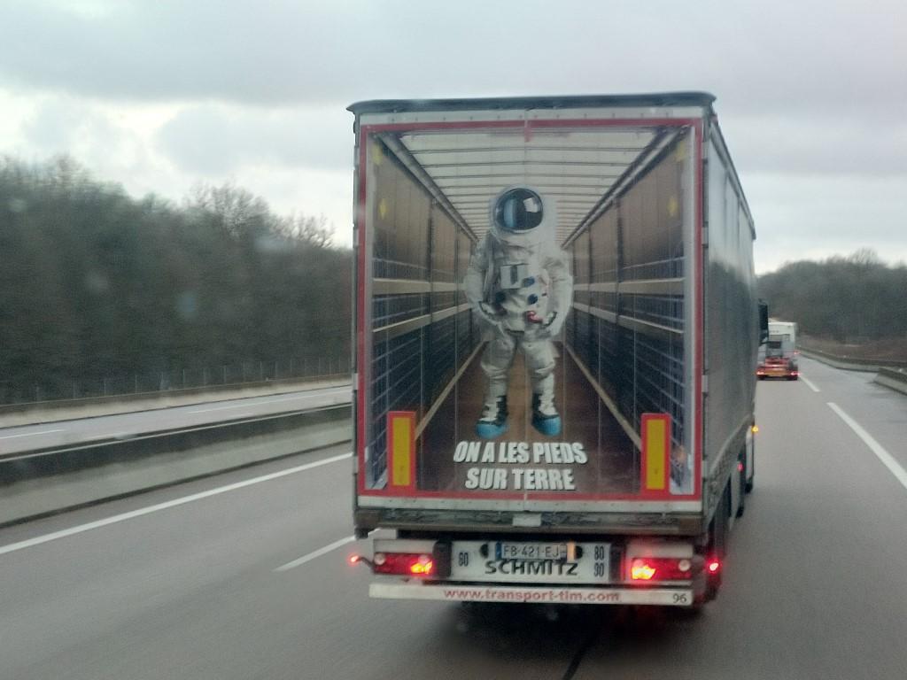 La publicité sur les camions  - Page 40 Img_2125