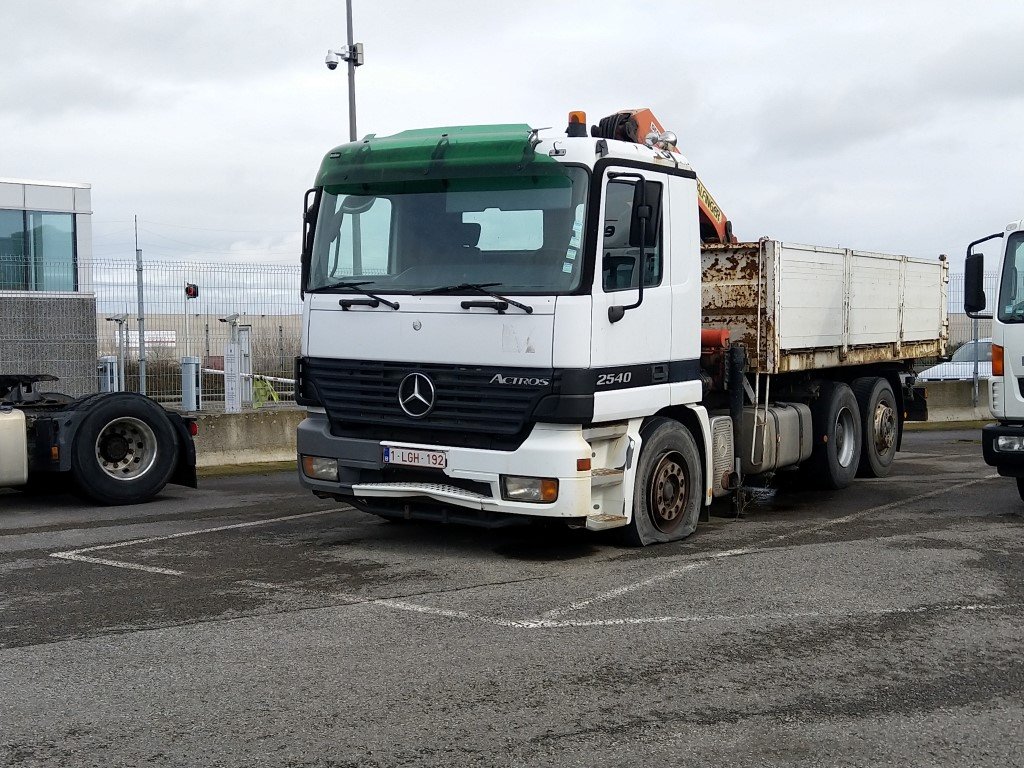 Mercedes Actros MP 1,2 et 3 - Page 14 Img_2141