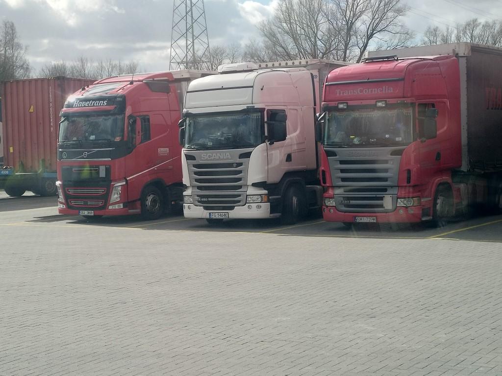 Photos avec plusieurs camions - Page 42 Img_2167