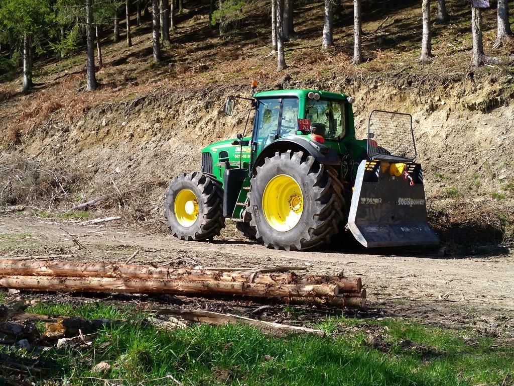 Tracteurs agricoles équipées forestier Img_2204