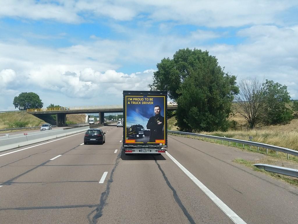 La publicité sur les camions  - Page 40 Img_2309