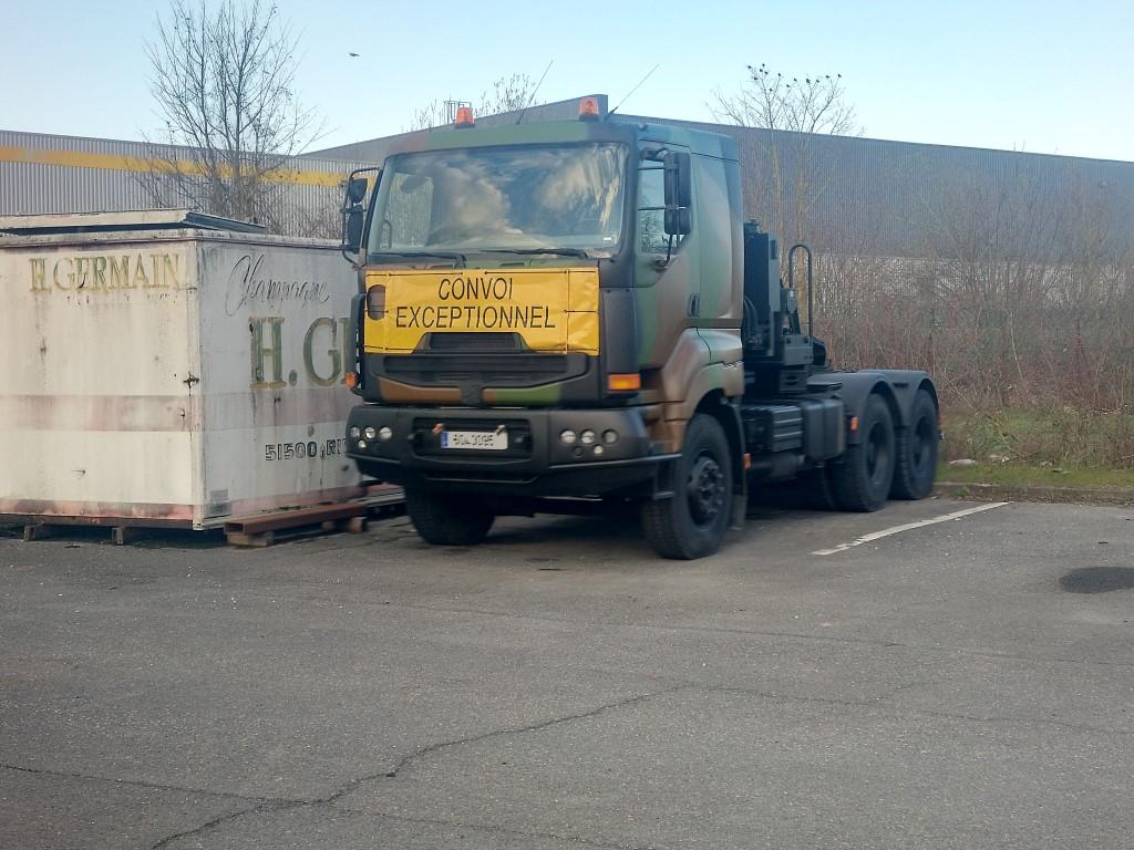 Camions de l'Armée - Page 17 Img_2413