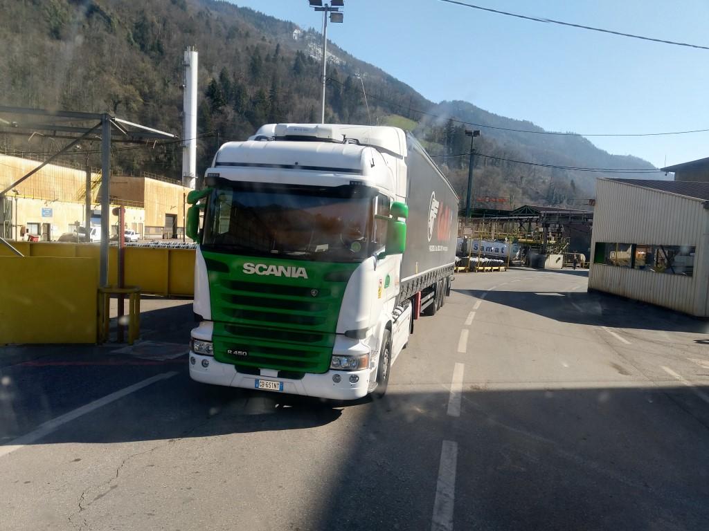 Scania série R G et P - Page 25 Img_2425