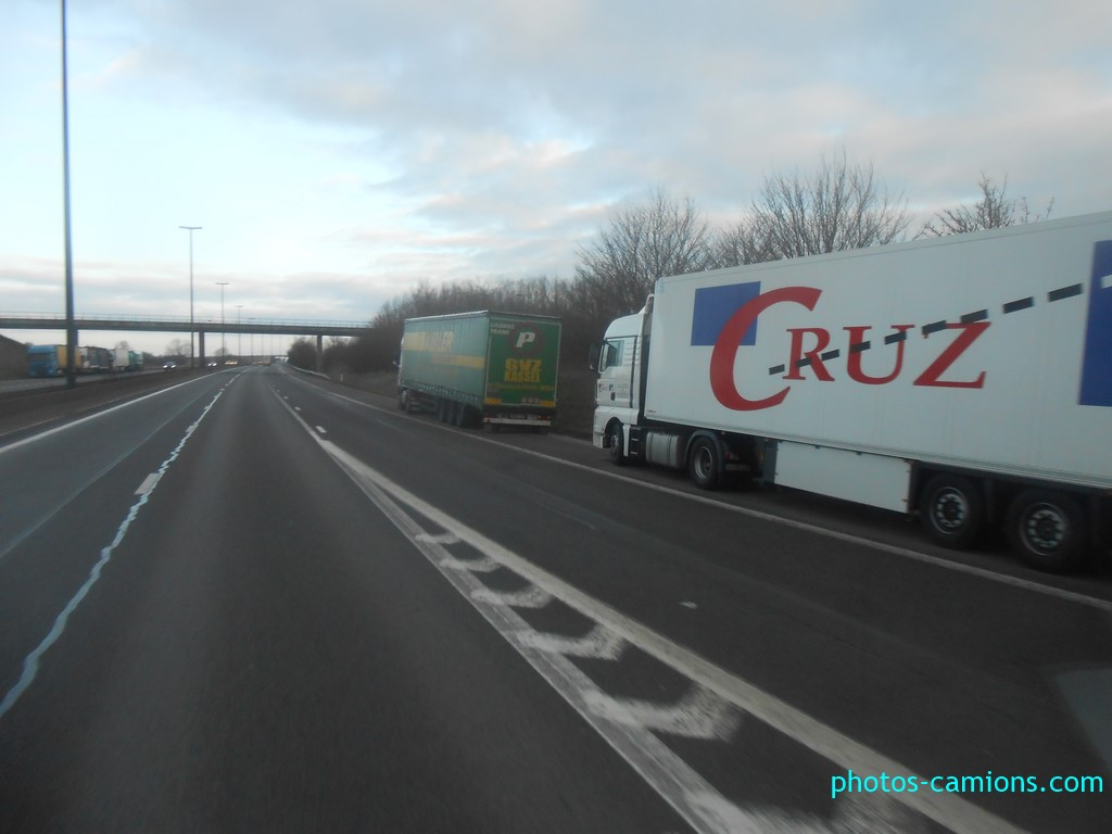 Les parkings d'autoroutes - Page 30 Photos17