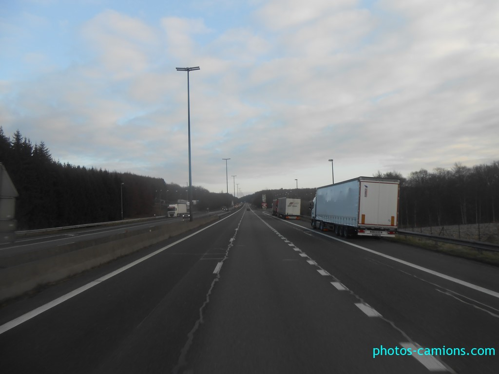 Les parkings d'autoroutes - Page 30 Photos18