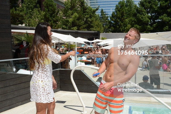 Sean & Catherine Lowe - Pictures - No Discussion - Page 5 17546423