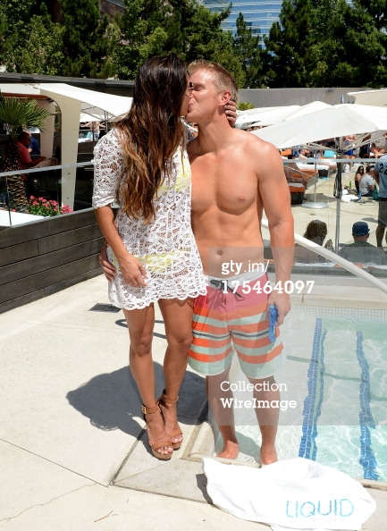 Sean & Catherine Lowe - Pictures - No Discussion - Page 5 17546424