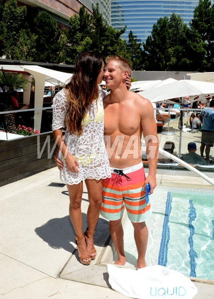 Sean & Catherine Lowe - Pictures - No Discussion - Page 5 17546426
