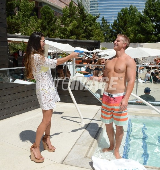 Sean & Catherine Lowe - Pictures - No Discussion - Page 5 17546428