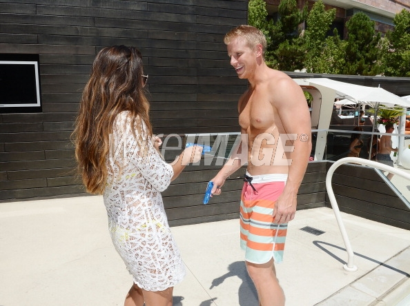 Sean & Catherine Lowe - Pictures - No Discussion - Page 5 17546433
