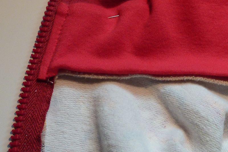 [TECHNIQUE DEBUTANT] [FINITIONS] [DOUBLURE] comment finir la base d'une capuche doublée sur gilet zippé ? Capuch12