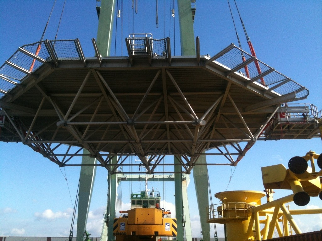 La grue BRABO 800 tonnes (B) Img_2439