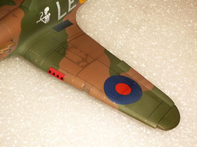 Hawker Hurricane Mk I (Tamiya / Italeri) [modèle terminé] - Page 2 P1080025