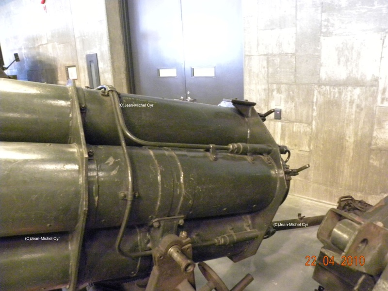21CM NEBELWERFER 42 - Canada war museum 21cm_n19