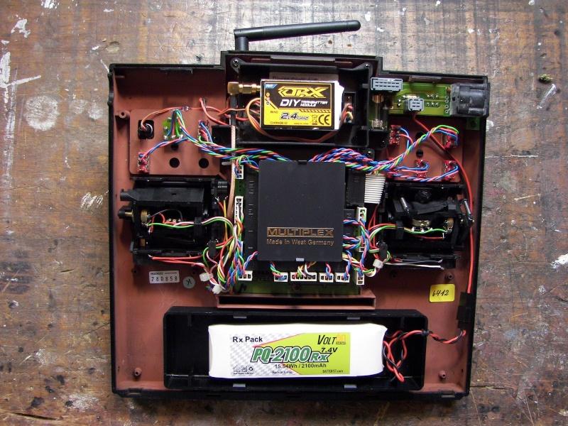 Installation module Spektrum 2,4 GHZ pour radio Multiplex 3010 Spy_2_12