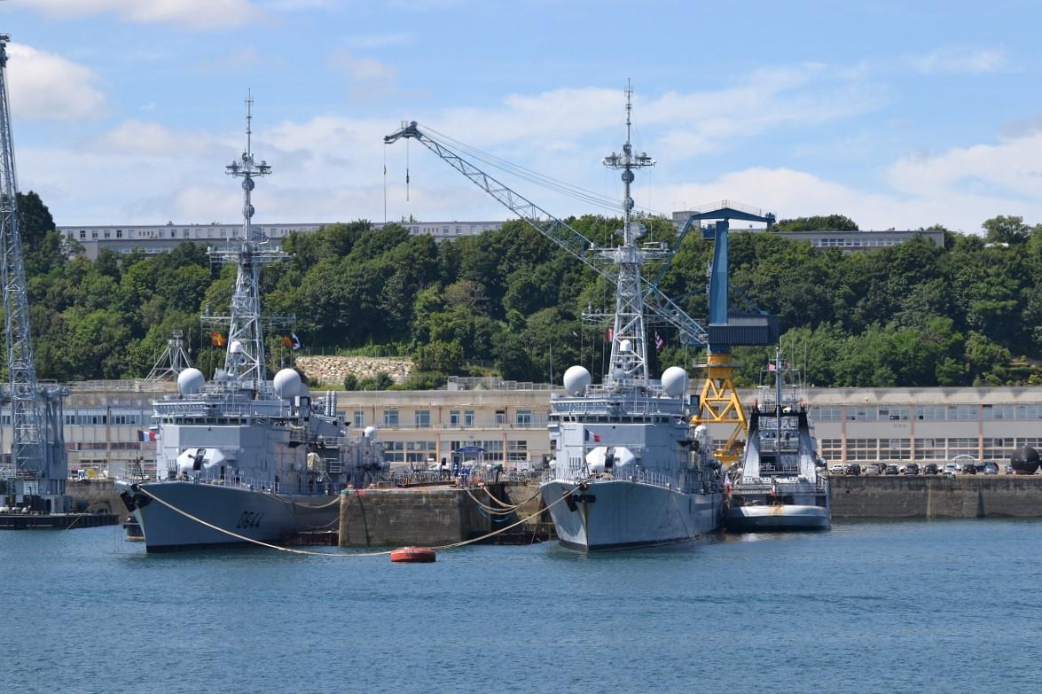 [Les ports militaires de métropole] Port de BREST - TOME 3 - Page 5 Dsc_2230