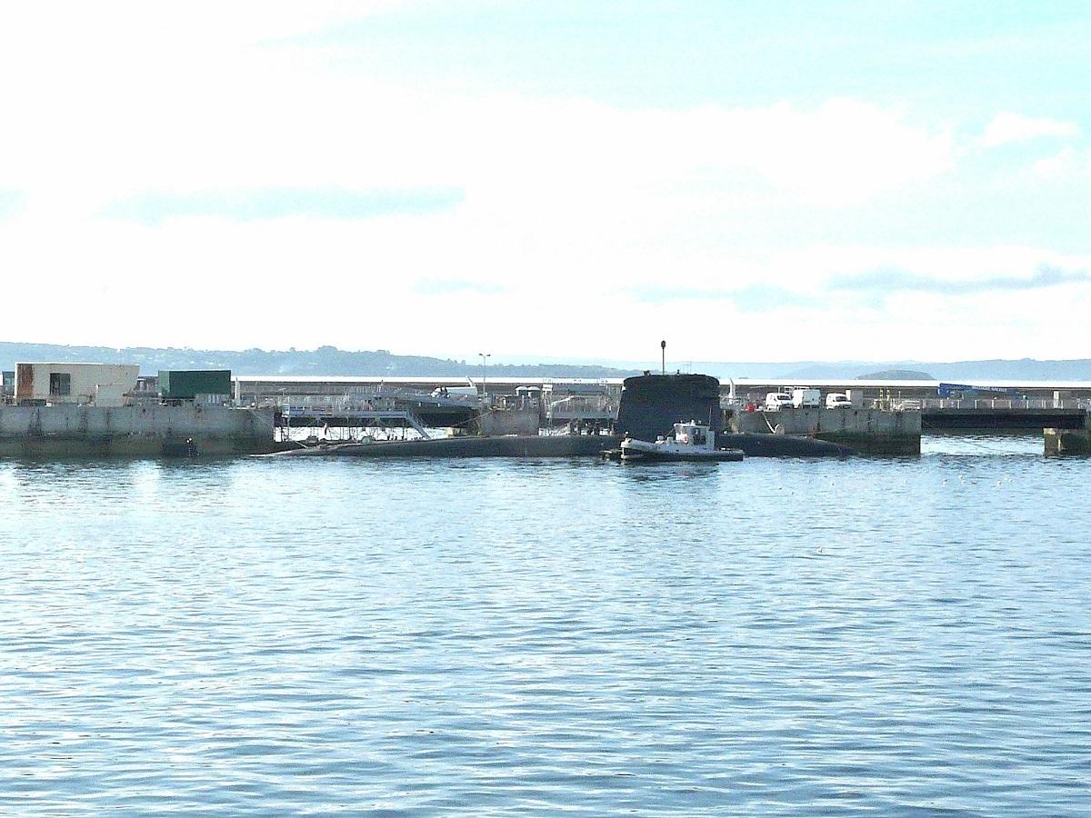 [Les ports militaires de métropole] Port de BREST - TOME 2 - Page 37 P1250510