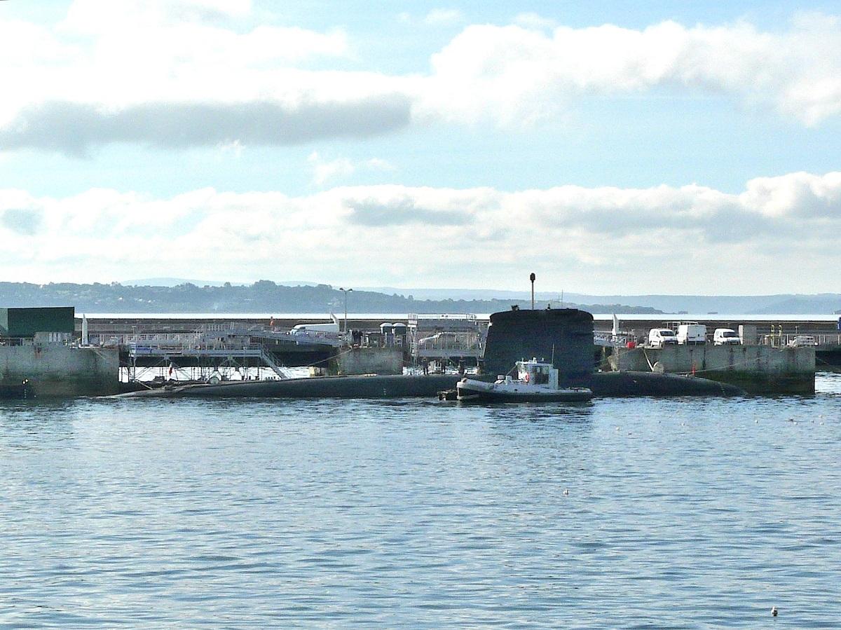 [Les ports militaires de métropole] Port de BREST - TOME 2 - Page 38 P1250511