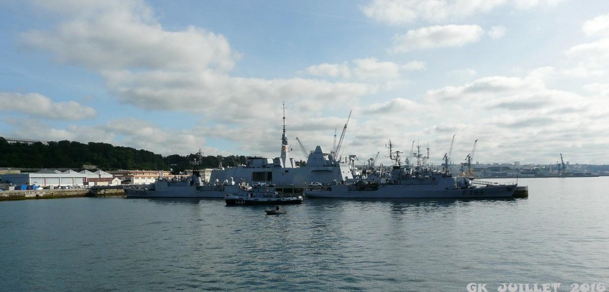 [Les ports militaires de métropole] Port de BREST - TOME 3 - Page 5 P1250513