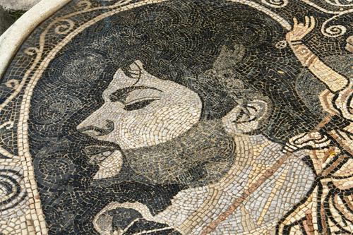 Откриен мозаикот со ликот на Тоше Проески Tose3j10