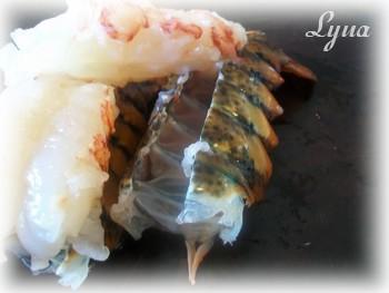 Queues de homard farcies aux crevettes Queue_10