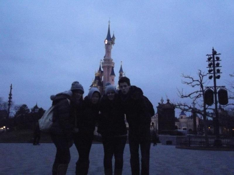 10 belges lâchés à Disneyland ! - Page 5 53974510
