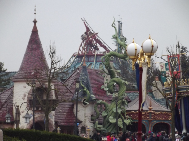 10 belges lâchés à Disneyland ! - Page 5 Dscf4411