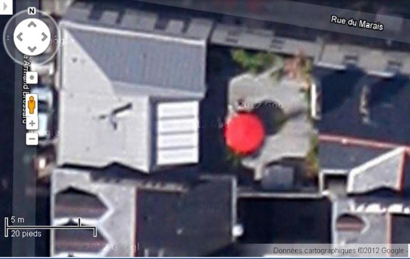 Les objets familiers vus sur Google Earth : écrous - tapis - planche... & caetera - Page 6 Nantes11