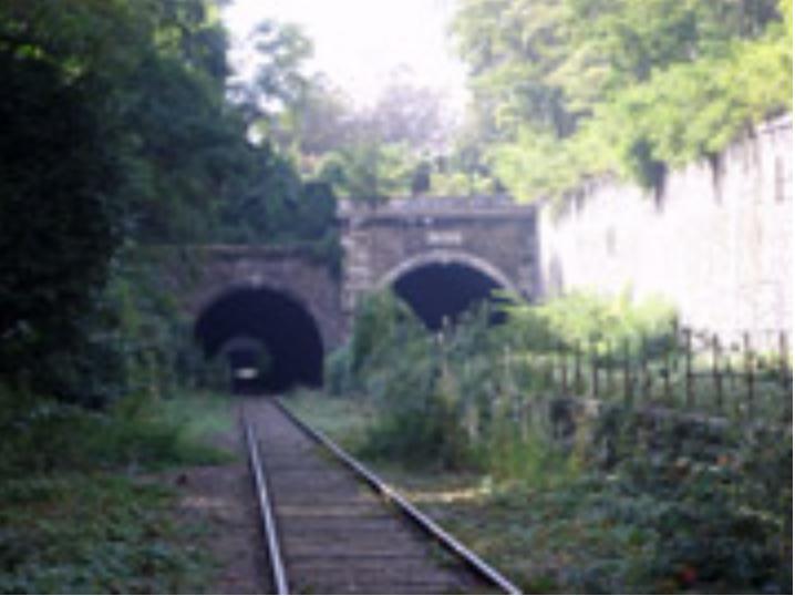 Lieux abandonnés dans le monde - Page 5 Tunnel10
