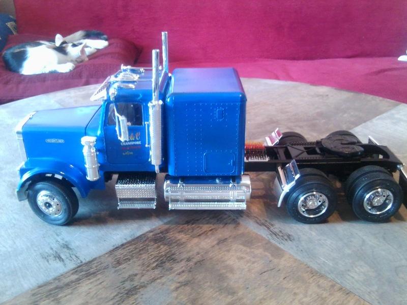 Freightliner Conventional von Revell. Foto0115