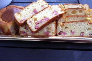 Essaye ma recette n° 1 Cake au jambon et fromage ail et fines herbes 01910