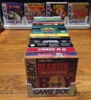 casiers de présentation en lieu de vente pour jeux Game Boy ??? Gb_sto10