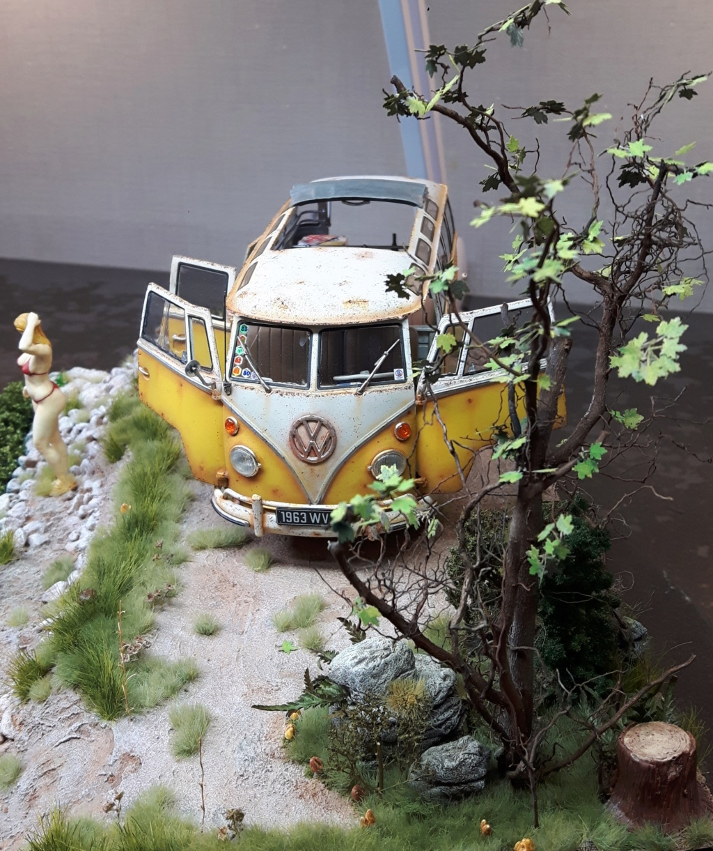 """Volkswagen T1 """"Samba Bus"""" revell 1/24 diorama 20190921"""