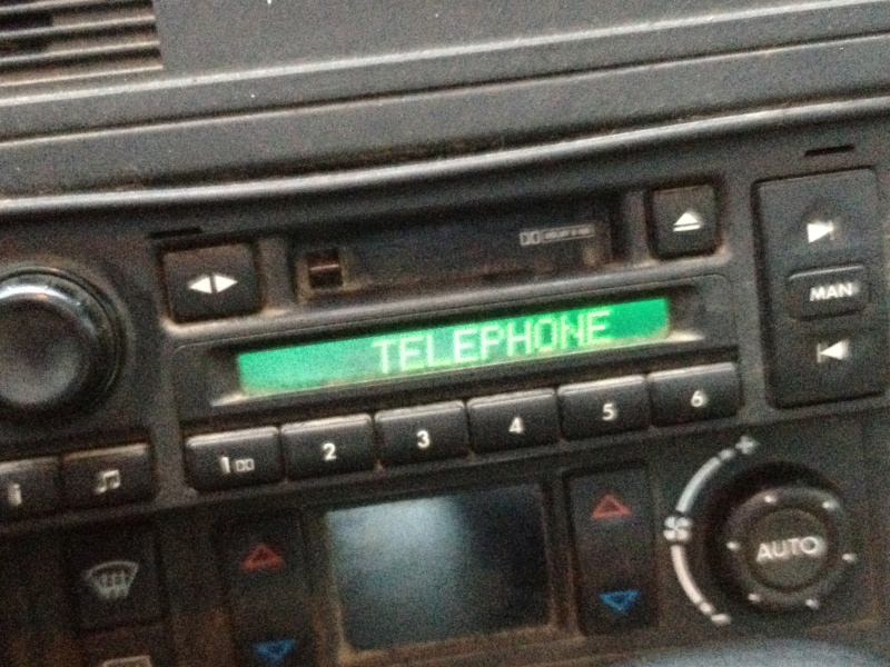 Autoradio bloqué sur TELEPHONE Img_1514