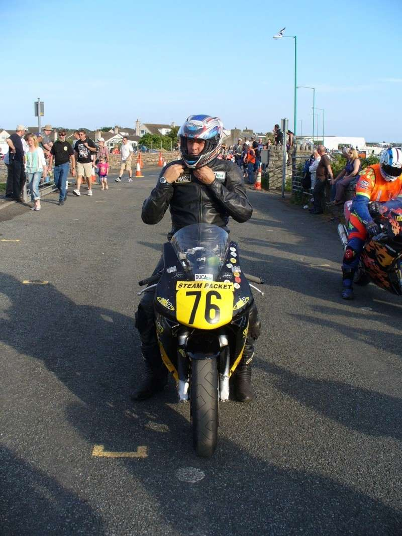 [Road Racing] Southern 100 2013 P1020010