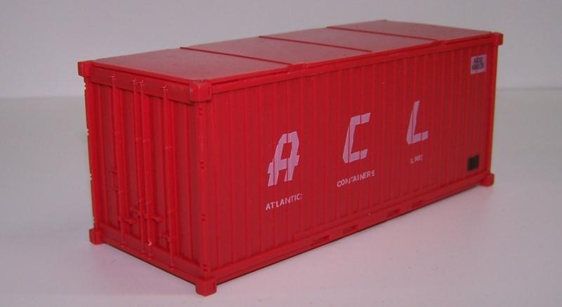 Les wagons plats porte-container de 20 pieds de Lima. Contai10